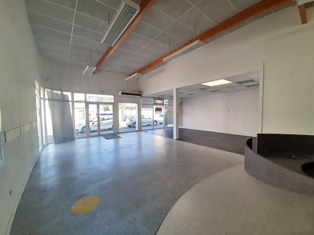 Local commercial 79100 170 m2